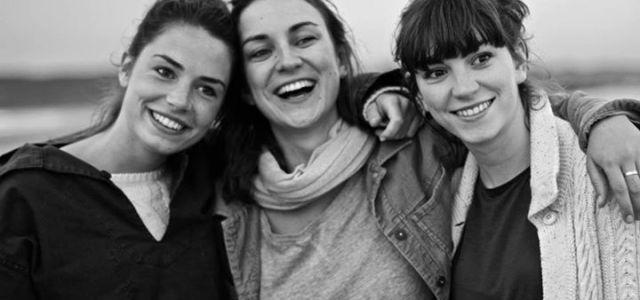 Trois vrais soeurs… si si je vous jure! Toutes trois chanteuses, s'amusent à reprendre à leur sauce des titres et se les approprier. Avec ou sans support musicien! Ci dessous […]